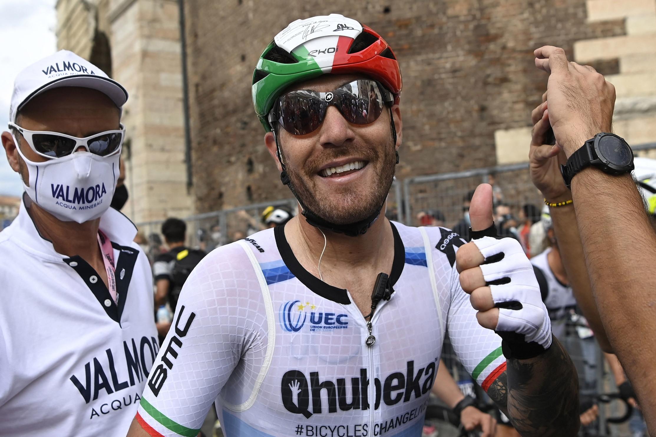 Giacomo Nizzolo ha vinto in volata la tappa Ravenna-Verona di 198 km. Al secondo e terzo posto si sono classificati rispettivamente Edoardo Affini e Peter Sagan.