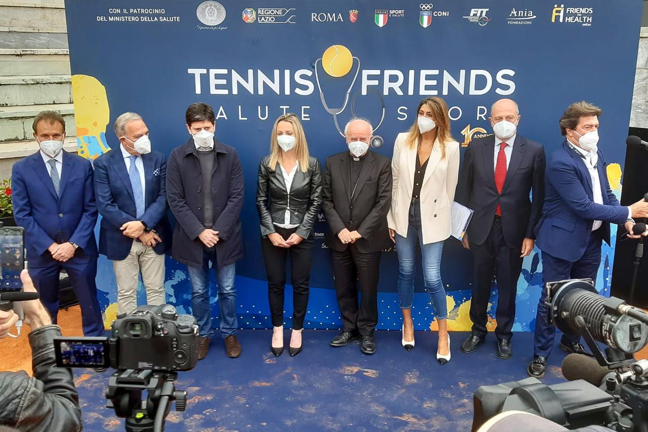 Il Ministro Speranza e la Sottosegretaria Vezzali, con il Presidente FIT Binaghi, tutti insieme da Tennis&Friends, l'iniziativa mirata a promuovere la prevenzione medica ideata da Giorgio Meneschincheri.