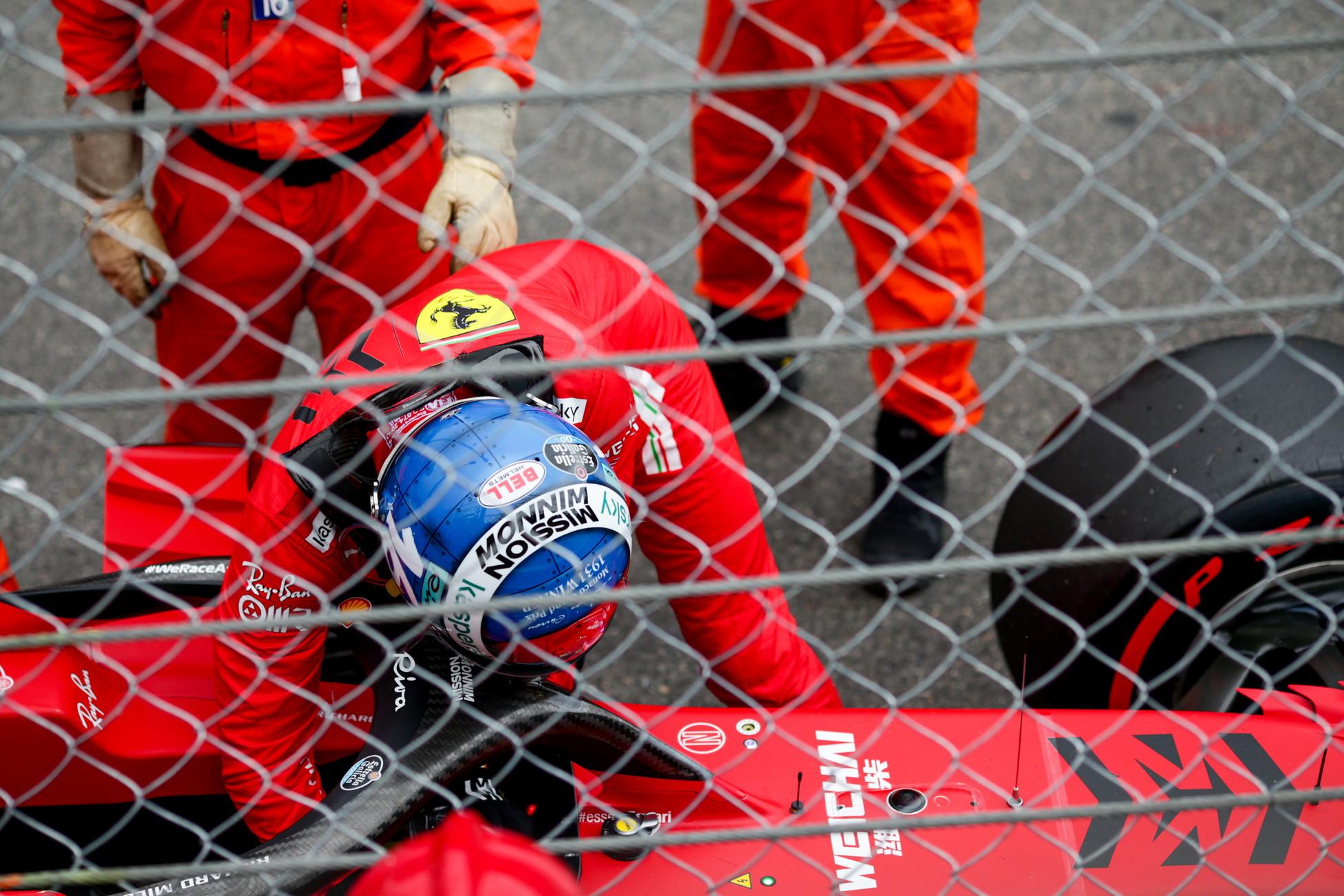 Charles Leclerc festeggia l&#39;ottava pole position in carriera... andando a muro. Sfortuna per il pilota monegasco, che nell&#39;ultimo time attack a disposizione ha impattato contro il muro alle Piscine decretando la conclusione della sessione di qualifiche. Possibili danni al cambio della SF21, domenica mattina la Ferrari decider&agrave; se procedere alla sostituzione o meno.<br /><br />