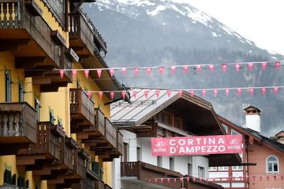 Pesanti i distacchi inflitti da Bernal sulle Dolomiti ai rivali: per il colombiano è la seconda vittoria di tappa.