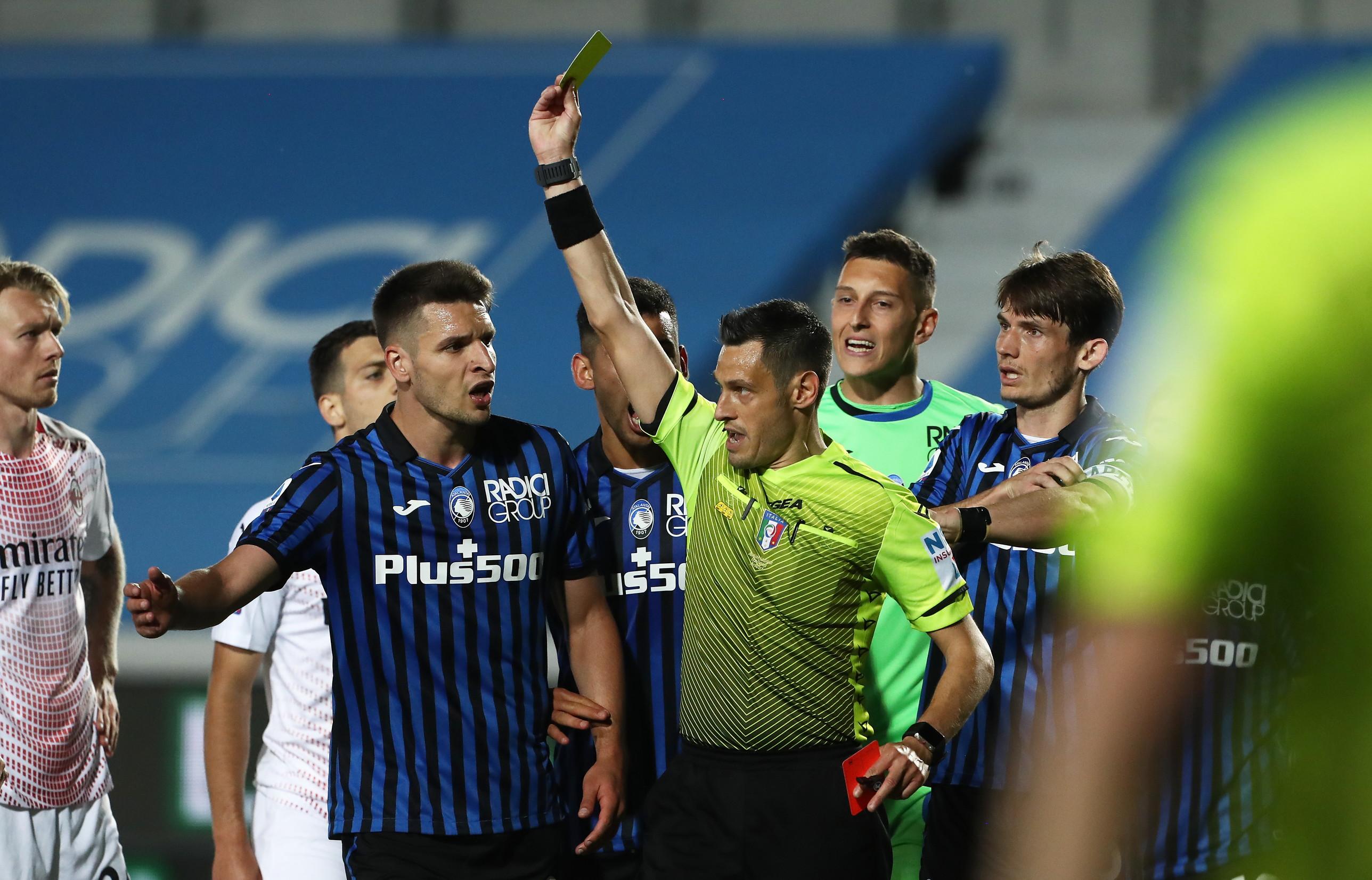 Atalanta, che stangata per De Roon: la spinta all'arbitro costa 4 ...