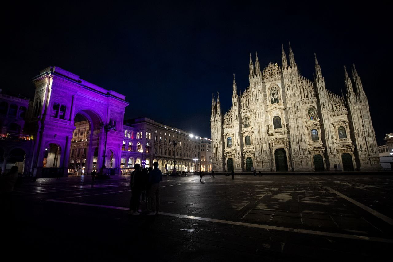 <p>In occasione dell'arrivo del Giro d'Italia a Milano e per celebrare i 90 anni della maglia rosa, è stato realizzato un videomapping speciale dal 24 maggio al 2 giugno in Piazza Duomo.</p>