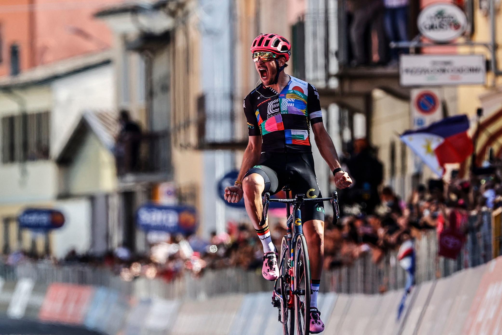 Primo successo al Giro d'Italia per Bettiol. Il toscano aveva ottenuto la vittoria numero 1 da professionista al Giro delle Fiandre 2019, al quale era seguito un successo parziale all'Etoile de Besseges.