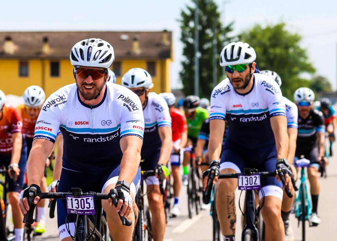 Dalle Iene a Moreno Torricelli passando per Ottavio Missoni e Ghedina&nbsp;si sono sfidati sulle strade del Giro E.<br /><br />
