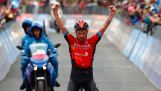 Carusoshow sull'Alpe Motta e podio ipotecato. Bernal vede il trionfo