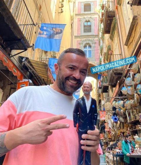 Con l&#39;annuncio ufficiale di Luciano Spalletti al Napoli non poteva mancare il classico appuntamento con Genny Di Virgilio che ha realizzato la statuetta dell&#39;allenatore per la sua storica bottega presepiale.<br /><br />