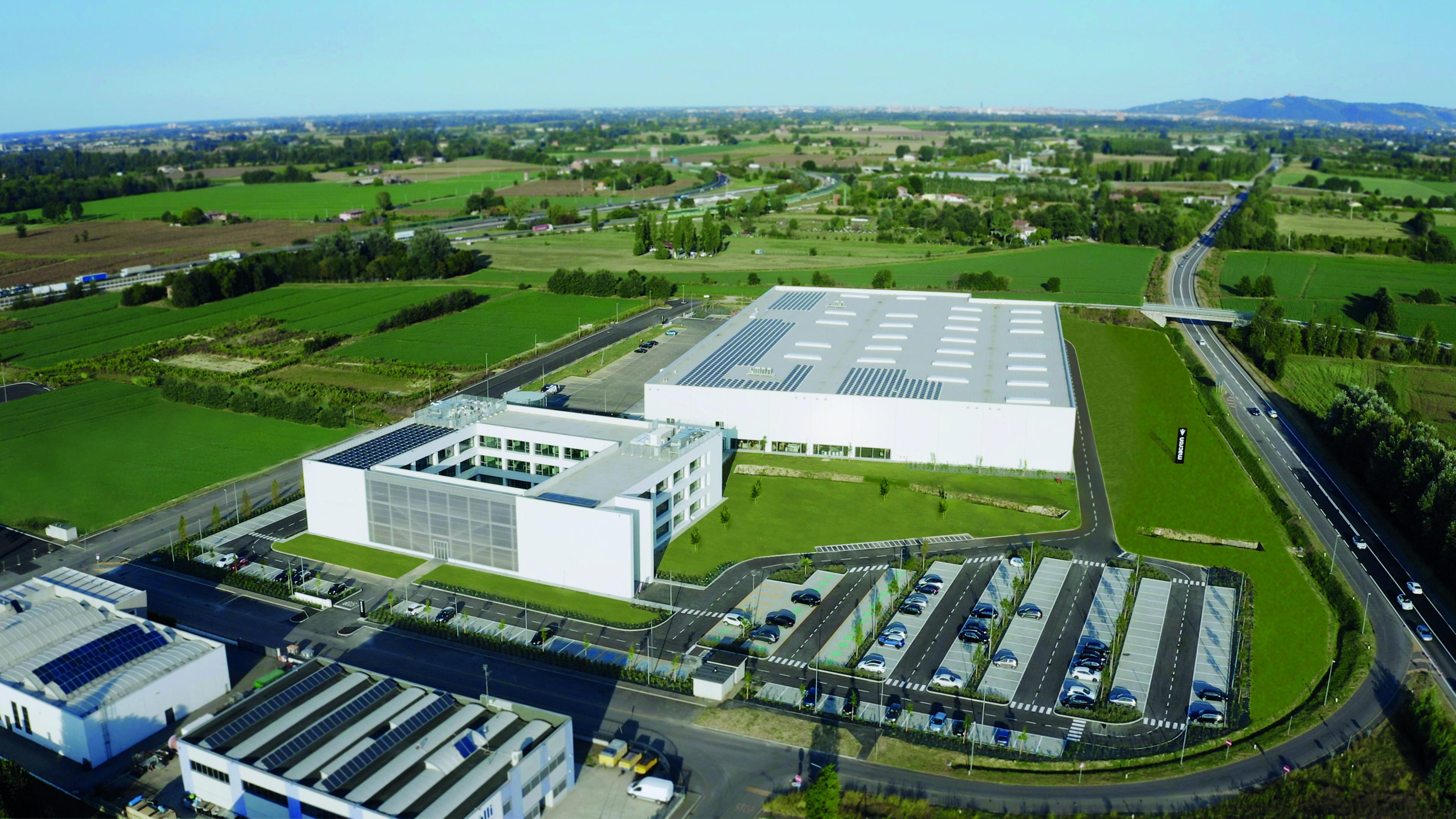 Inaugurato ufficialmente il nuovo quartier generale dell&#39;azienda emiliana&nbsp;leader internazionale nella produzione e vendita di abbigliamento sportivo<br /><br />