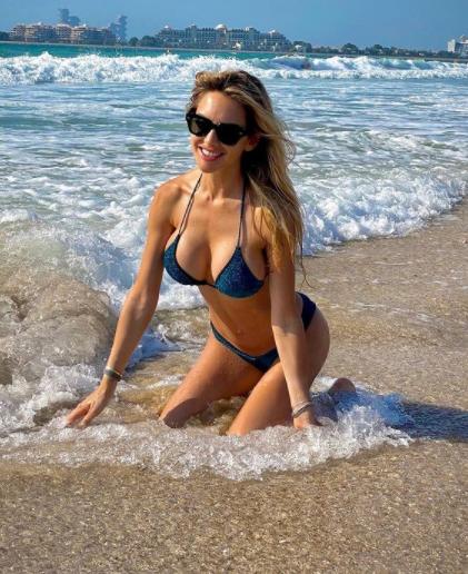 Michela Persico e Daniele Rugani sono a Duabi per godersi le prime vacanze estive: in attesa di sciogliere i nodi sul suo futuro, il difensore si rilassa con la compagna in spiaggia.<br /><br />