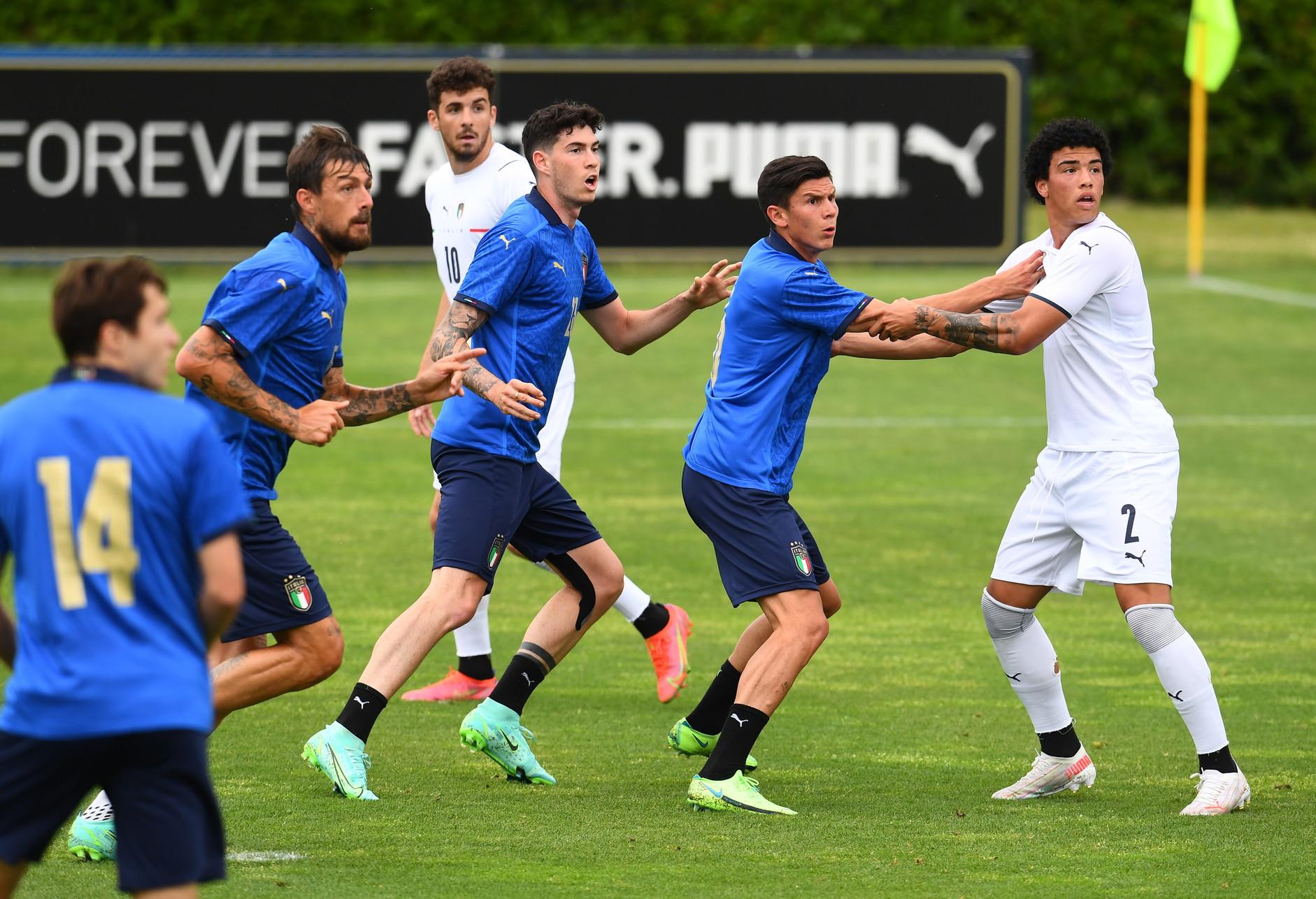 L&#39;Italia di Roberto Mancini ha perso 1-0 il test in famiglia con l&#39;Under20 di Roberto Bollini disputato a Coverciano su due tempi da 20 minuti. Decisivo il gol di Cangiano al 10&#39; del primo tempo. Nella ripresa annullata per fuorigioco una rete a Di Lorenzo. Il ct di Jesi ha schierato i giocatori non impiegati nell&#39;amichevole vinta 4-0 ieri a Bologna dagli azzurri contro la Repubblica Ceca<br /><br />