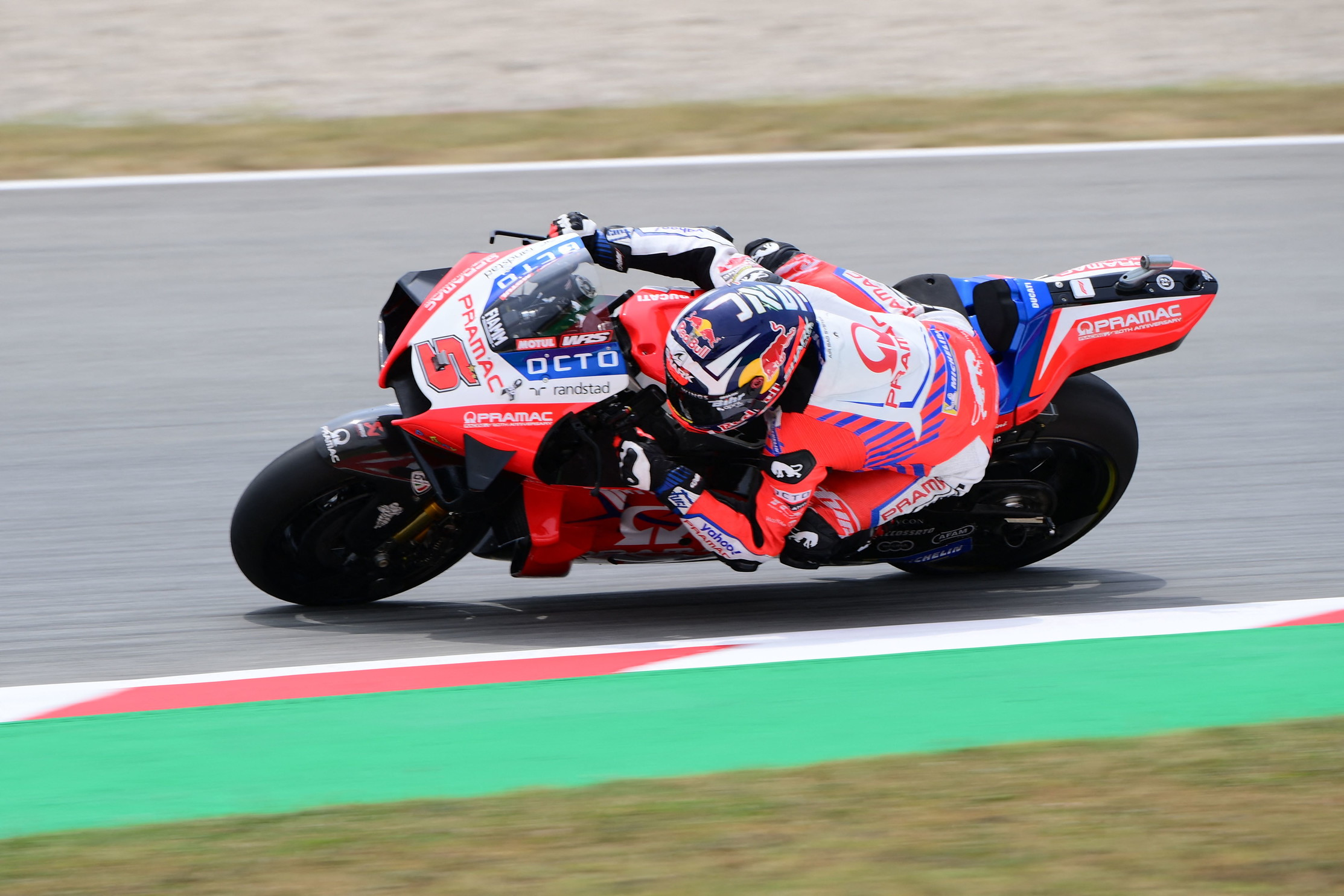 Il pilota francese conquista la quinta pole consecutiva in stagione davanti alle Ducati di Miller e Zarco<br /><br />