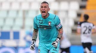 L'Inter cerca il vice-Handa: vicino l'accordo col Crotone per Cordaz