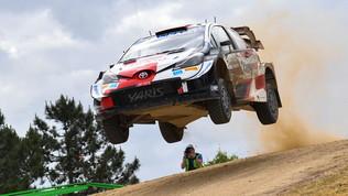 Ogier vince e scappa: dominio Toyota in Sardegna
