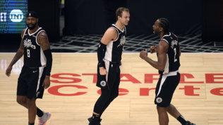 Clippers in semifinale, Atlanta sorprende Philadelphia in gara -1
