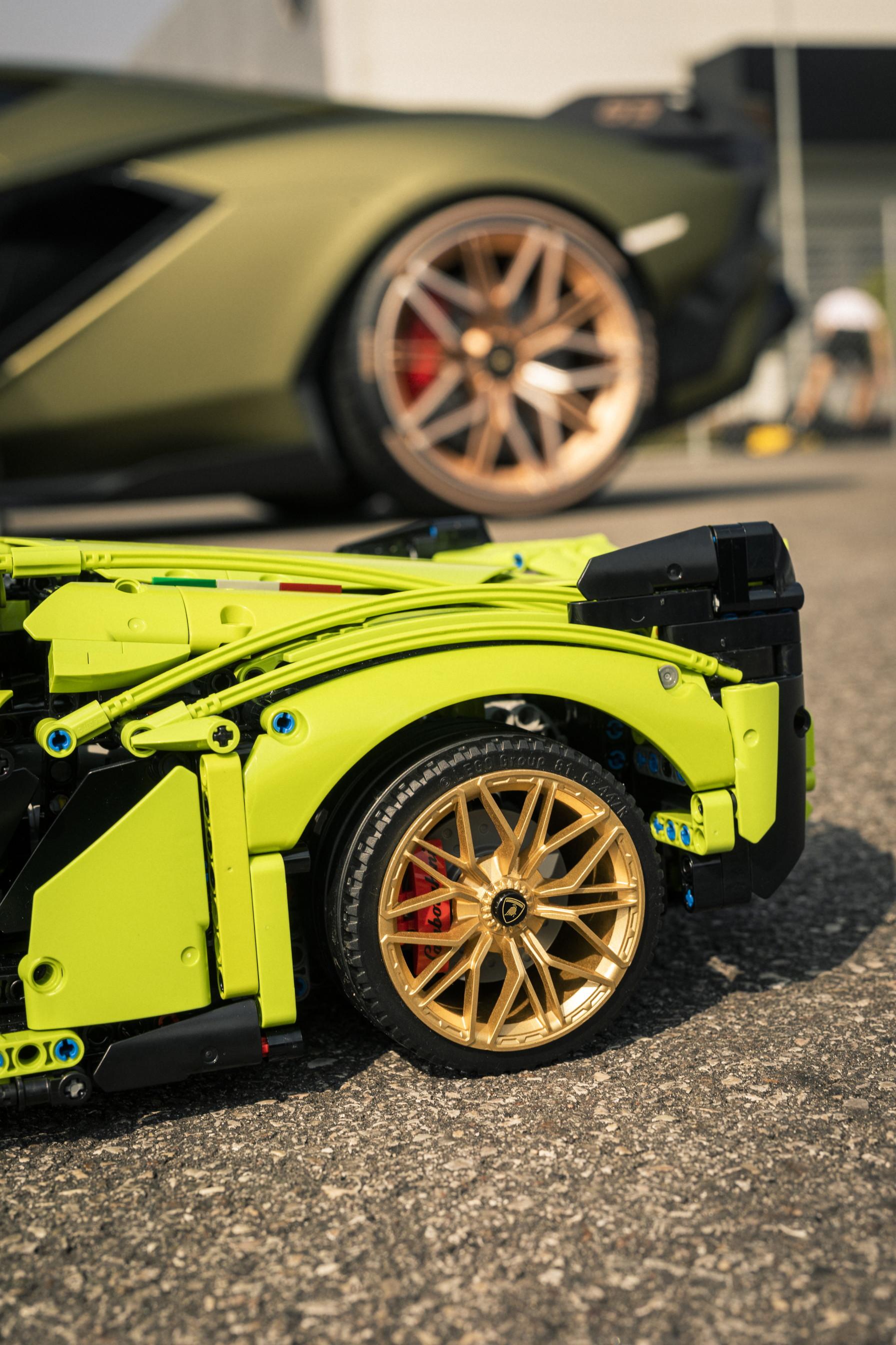 Il Gruppo LEGO ha svelato l&rsquo;ultima incredibile novit&agrave; del suo garage: una replica a grandezza naturale della Lamborghini Si&aacute;n FKP 37 realizzata con oltre 400.000 elementi LEGO&reg; Technic&trade;. Questa collaborazione spettacolare con Lamborghini dimostra ancora una volta che con Technic&trade; &egrave; davvero possibile costruire qualsiasi cosa si possa immaginare.<br /><br />
