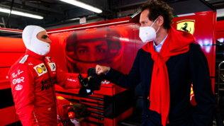 """Ferrari, Vigna nuovo ad. Elkann: """"Le sue capacità rafforzeranno la Rossa"""""""