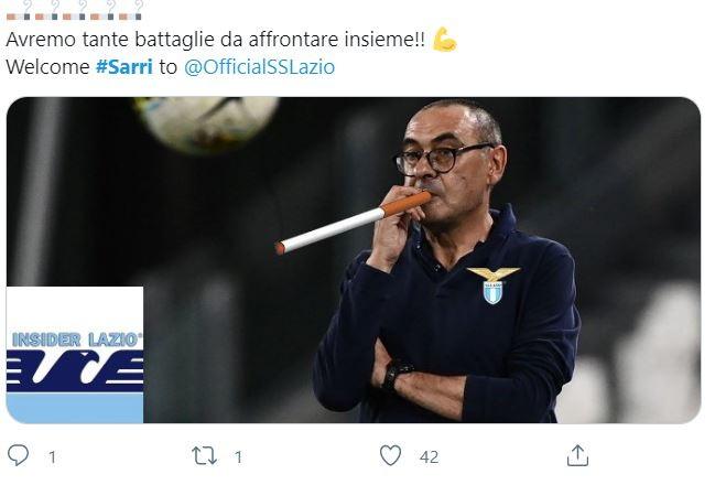 La Lazio ha annunciato l&#39;ingaggio di Maurizio Sarri anticipando l&#39;ufficialit&agrave;&nbsp;pubblicando una sigaretta sul profilo Twitter del club. Indizio che non &egrave; passato inosservato e che ha subito scatenato i social con fotomontaggi e sfott&ograve;.<br /><br />