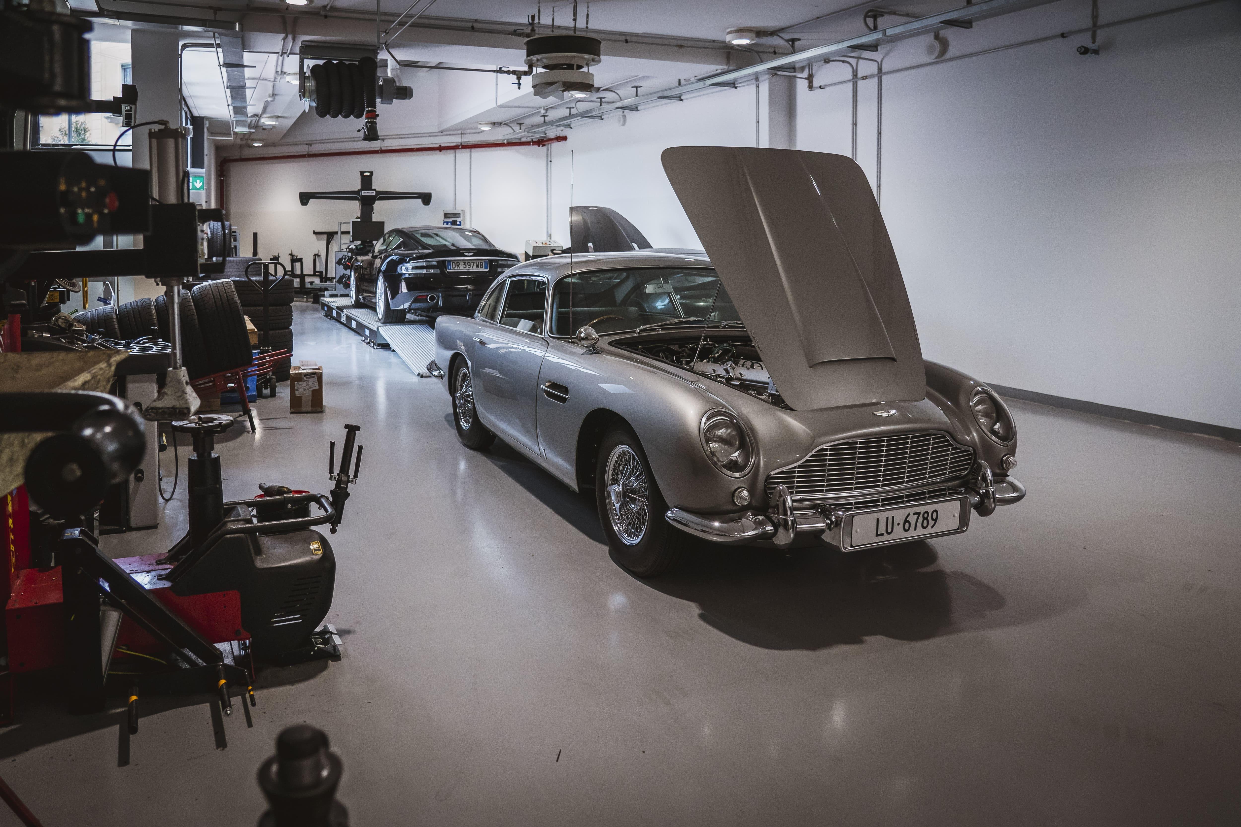 La celebre auto di 007 riprende vita: eccola in esposizione a Milano da Gino Luxury &amp; Motorsport. Foto di Luca Riva<br /><br />