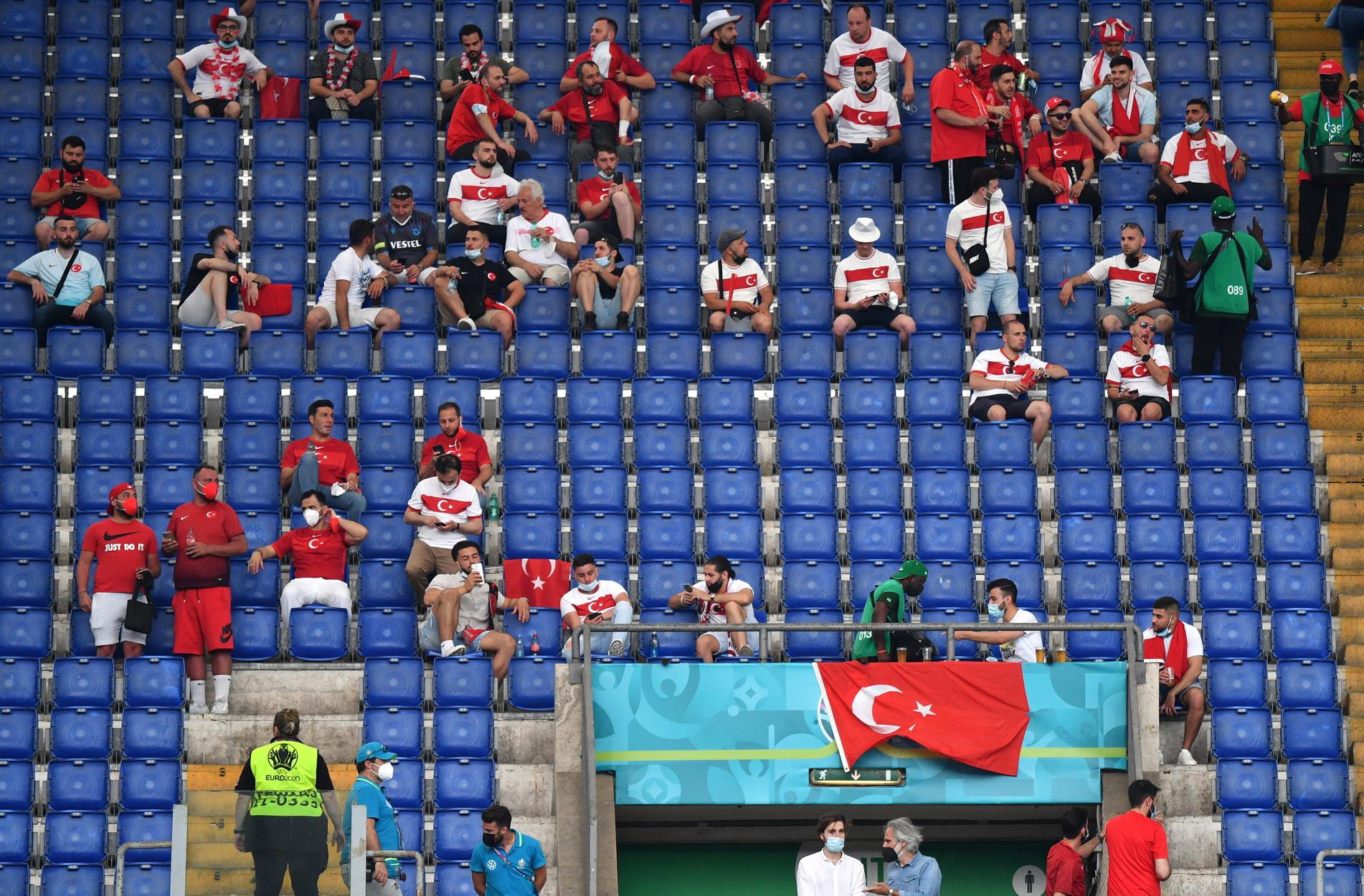 La partita d&#39;esordio degli Europei con 16mila tifosi.<br /><br />