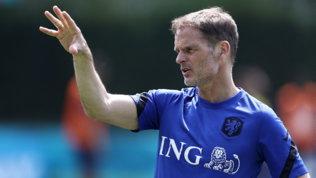 """Olanda, De Boer e lo striscione aereo pro 4-3-3: """"Grazie ma non cambio modulo"""""""