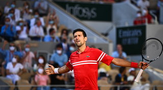 Djokovic rimontaTsitsipas e trionfa a Parigi: è suo il Roland Garros