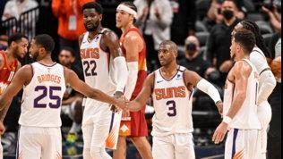 Milwaukee pareggia la serie, Phoenix in finale di Conference