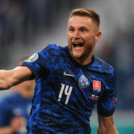 La Polonia resta in dieci e Skriniar firma il successo della Slovacchia