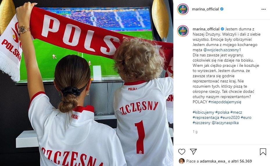 La Polonia ha perso il debutto a Euro 2020 e Wojciech Szczesny &egrave; diventato il primo portiere a fare autogol in un Europeo. Una sfortuna che ha attirato molte critiche sul portiere della Juventus, ma tra critiche e odio c&#39;&egrave; una bella differenza, ha fatto presente Lady Szczesny: &quot;Sono orgogliosa della nostra squadra. Hanno combattuto e hanno fatto del loro meglio. Le emozioni sono state enormi! Sono orgogliosa del mio amato marito Szczesny. Per noi &egrave; sempre un vincente, qualunque cosa succeda in campo. So quanto lavori duro e quanto questo costi. Sono orgogliosa del fatto che cerchi sempre di rappresentare con orgoglio il nostro Paese. Non capisco chi scrive queste cose orribili. Volete tifare cos&igrave; i vostri calciatori della Nazionale?&quot;. Cos&igrave; Marina, compagna del portiere della Polonia, ha voluto rispondere alle offese di queste ore sui social.<br /><br />