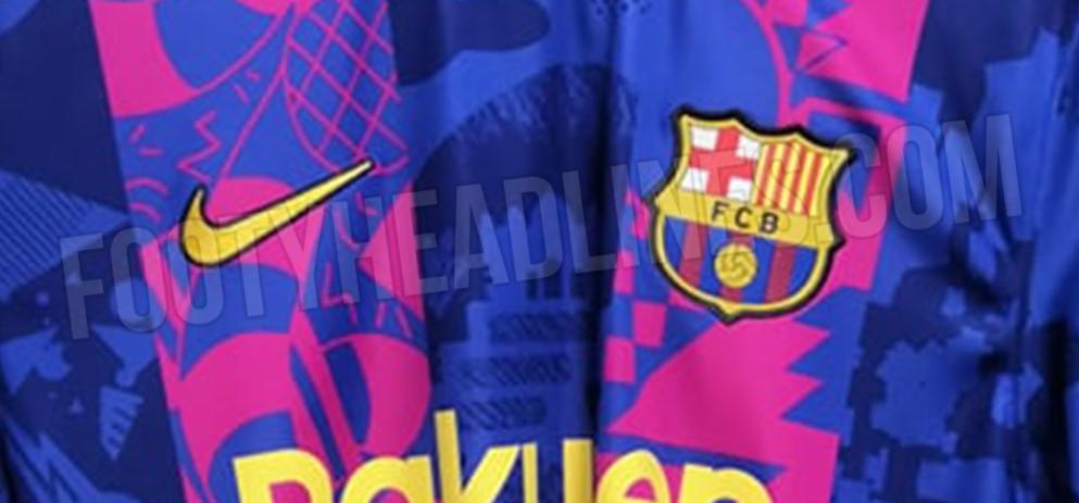 Tema a fantasia blaugrana, predominanza del blu e due fasce rosse: potrebbe essere la maglia che il <strong>Barcellona</strong> indosser&agrave; in casa in <strong>Champions League</strong>. Nella lineup delle divise del club catalano prender&agrave; il posto della terza maglia, che sar&agrave; assente nella stagione 2021/2022. La divisa &egrave; stata &quot;leakata&quot; dal sito specializzato in divise calcistiche <em><strong>Footyheadlines</strong>.</em><br /><br />