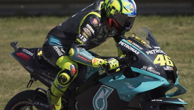 """Rossi: """"Non mi piace arrivare 20°"""". Bagnaia: """"Soddisfatto del lavoro"""""""