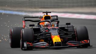 Verstappen in pole davanti a Hamilton. Sainz quinto, Leclerc settimo