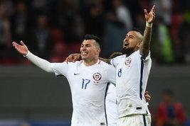 """Vidal e Medel, festino in ritiro? Il ct smentisce: """"C'era solo il barbiere"""""""