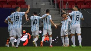 Papu Gomez porta l'Argentina ai quarti, passa anche il Cile