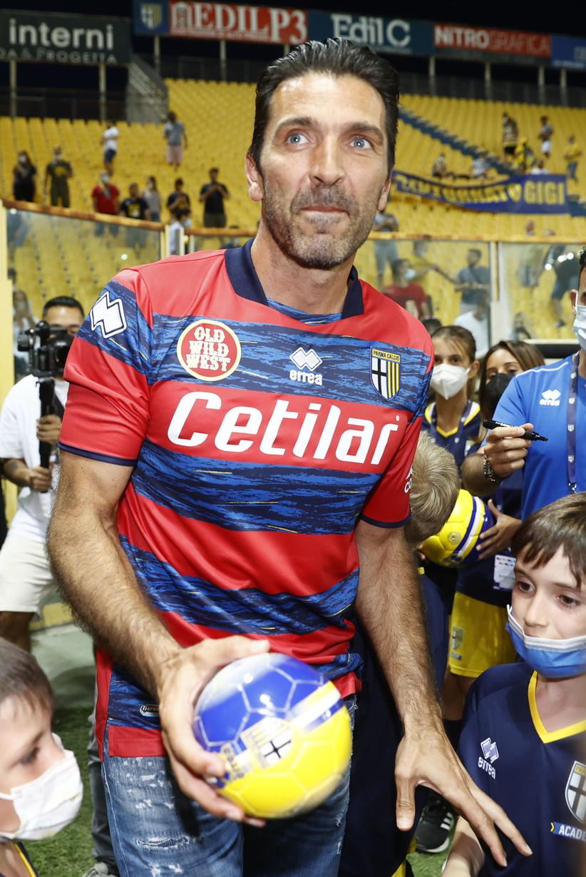 Il portiere, ex numero uno della Juventus, &egrave; stato presentato ufficialmente&nbsp;<br /><br />