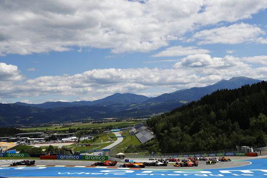 GP Stiria, sfida ad alta quota tra Verstappen ed Hamilton