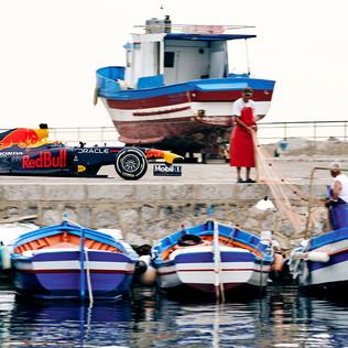 La Red Bull sfreccia tra le vie di Palermo: spettacolo top secret