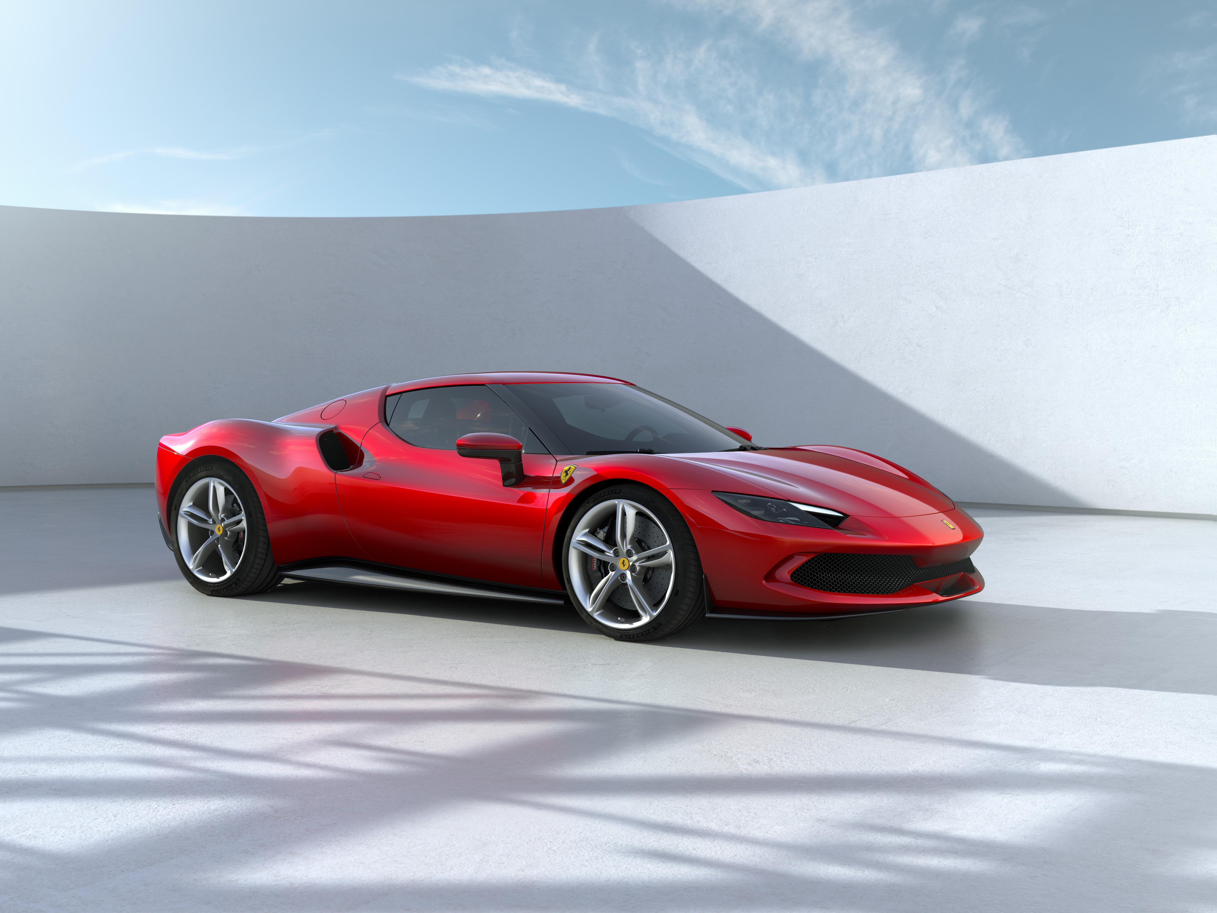 Ferrari ha svelato la 296 GTB, la nuova berlinetta sport del Cavallino Rampante&nbsp;a motore centrale-posteriore. Sotto il cofano un V6 ibrido in grado di erogare fino a 830 cv. Disponibile anche in Assetto Fiorano, volto a estremizzare le prestazioni.&nbsp;<br /><br />