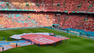 Galles-Danimarca, omaggio della Johan Cruijff Arena per Eriksen