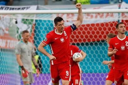 BAYERN MONACO: 4 gol - Lewandowski (3), Goretzka