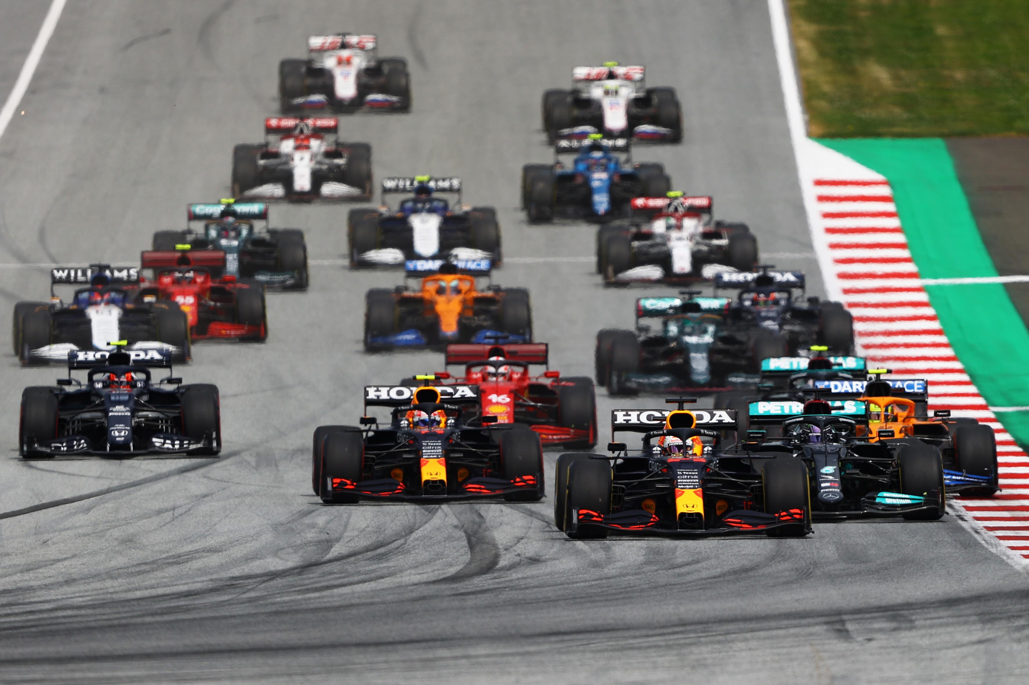 A Spielberg il primo di due appuntamenti consecutivi vede il successo di Verstappen su Hamilton. Le Ferrari limitano i danni.<br /><br />