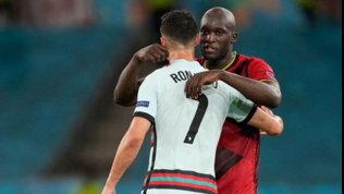 Rabbia Ronaldo: getta la fascia di capitano. Poi abbraccio con Lukaku