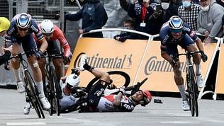 Ancora cadute al Tour: Roglic, Sagan, Thomas eMcEwan tra le vittime