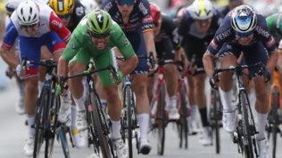 Cavendish fa doppietta e avvicina Merckx, van der Poel resta in giallo