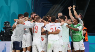Spagna in semifinale col brivido: Svizzera in 10 battuta solo ai rigori