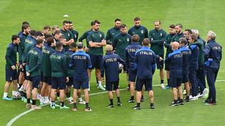 """Mancini, discorso alla squadra e carica social: """"Insieme, ancora una volta. Forza Azzurri!"""""""