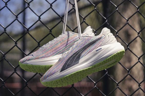 Leggera, comoda e super veloce, la linea RUN PUMA soddisfa le esigenze di ogni runner. Offre un&rsquo;innovativa tecnologia per le corse a lunga distanza e un design leggerissimo per battere i propri tempi. PUMA accende la scintilla che fa nascere una nuova generazione di runner. Dotate di caratteristiche che garantiscono prestazioni di altissimo livello, le scarpe Nitro di PUMA sostengono il runner fin dal primo chilometro. A chi &egrave; alla ricerca di una spinta propulsiva, leggerezza, comfort o sostegno, la collezione Nitro ha il modello perfetto da offrire. Nitro permette di migliorare costantemente i propri tempi grazie alla massima ammortizzazione e a una migliore efficienza sulle lunghe distanze. La linea di scarpe da corsa soddisfer&agrave; anche chi &egrave; in cerca di reattivit&agrave; e leggerezza per le corse a tempo e le gare di alto livello. Se si ha bisogno di maggiore sostegno, le scarpe da corsa Nitro &ldquo;guidano&rdquo; il piede provvedendo al suo corretto allineamento in ogni corsa.<br /><br />  &nbsp;<br /><br />  L&rsquo;ultima nata della collezione &egrave; la MAGNIFY NITRO, una scarpa in grado di offrire massima ammortizzazione e comfort per ogni sessione di corsa.<br /><br />