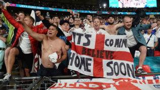 """""""It's coming home"""": i tifosi inglesi avvertono l'Italia"""