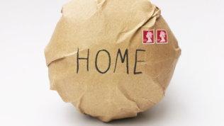 Il pallone incartato torna a casa: la Royal Mail carica l'Inghilterra