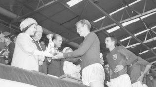 """Inghilterra, il messaggio della Regina: """"Consegnai la Coppa nel '66, spero nella vittoria"""""""