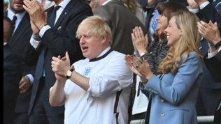 """Il premier Johnson scrive a Southgate: """"Portate a casa il trofeo"""""""
