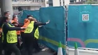 Tifosi senza biglietto irrompono a Wembley, interviene la polizia